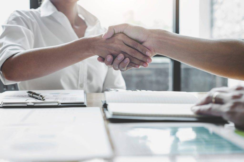 demissão por comum acordo - aperto de mão